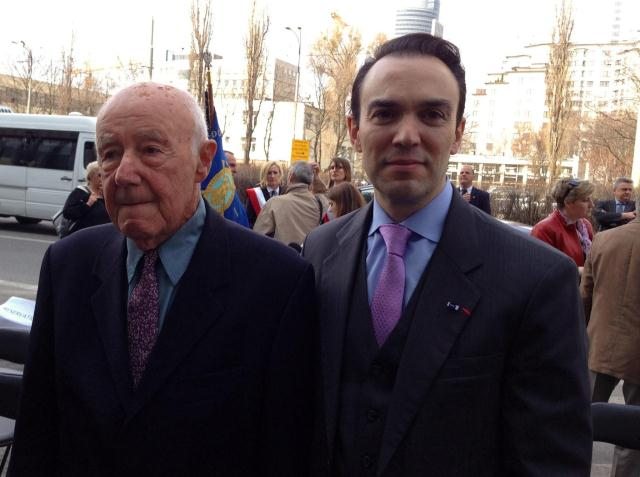 IHRA Chair Dr. Mario Silva with a fighter and survivor of the Warsaw Ghetto Uprising
